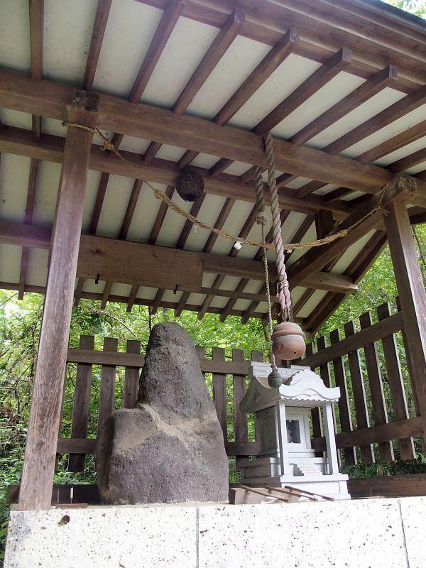 神明神社の金精様(鹿沼市高谷)